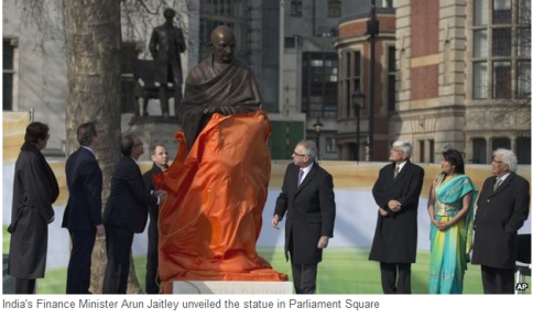 Jaitley unveiled the statue of Gandhi